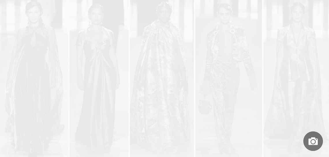 Кристи Търлингтън, Наоми Кембъл иКейт Мос по котешката пътека на Fendi