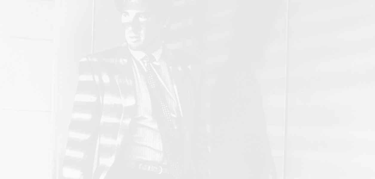 Вижте няколко абсолютни класики oт модния феномен Power Suit