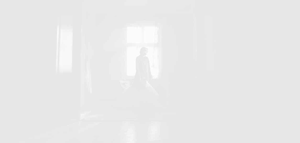 """Кристен Стюарт омагьосва в официалния трейлър за """"Спенсър"""""""