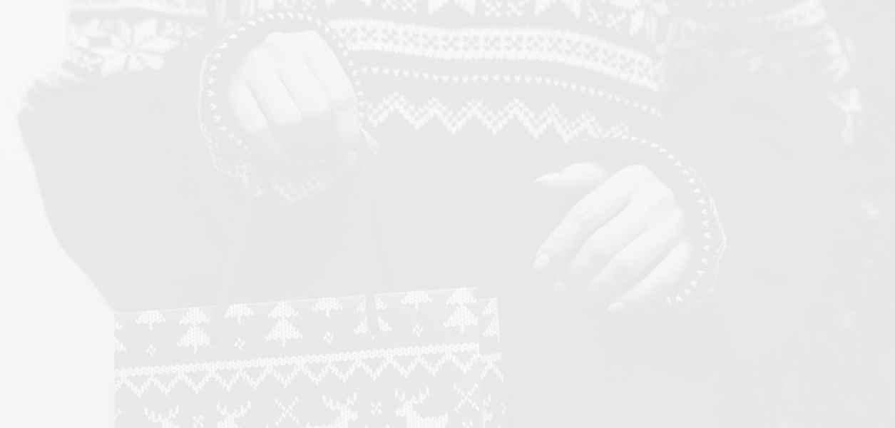 Коледните пуловери, които да подариш с чиста съвест