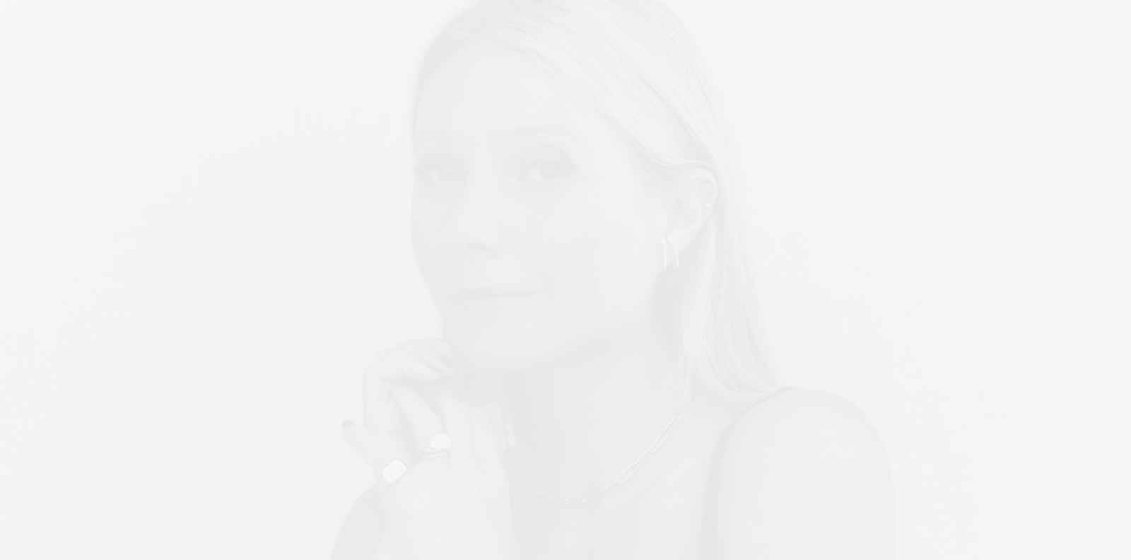 "Гуинет Полтроу пуска серум за ""силна и мека"" коса"