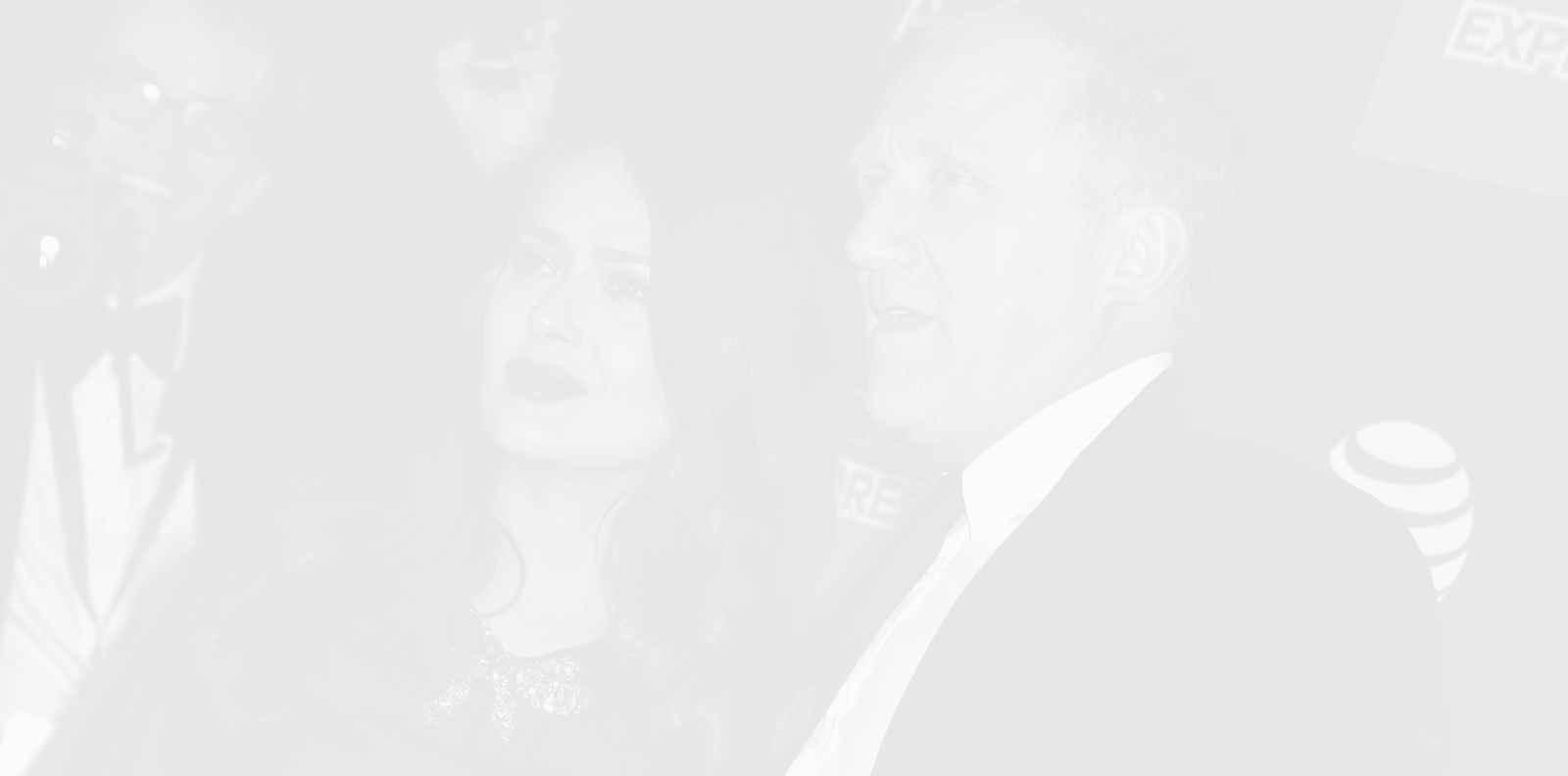 Не, Салма Хайек не се е омъжила заради пари