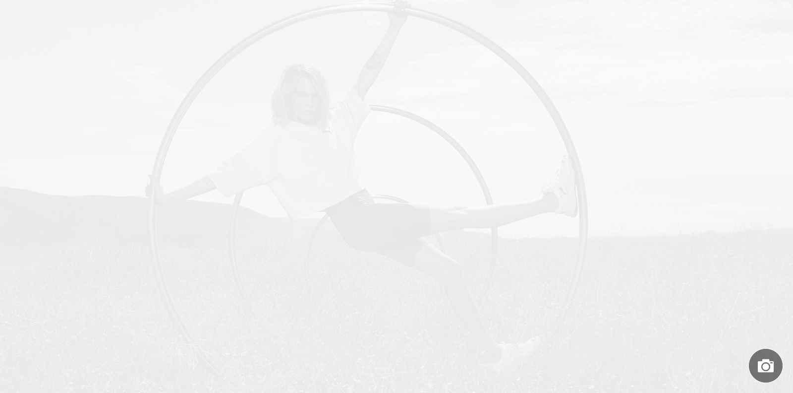 Кара Делевин в неоновото лято на Puma