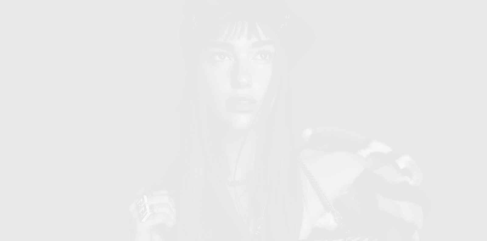 Огнената Дуа Липа в огнената кампания на Versace