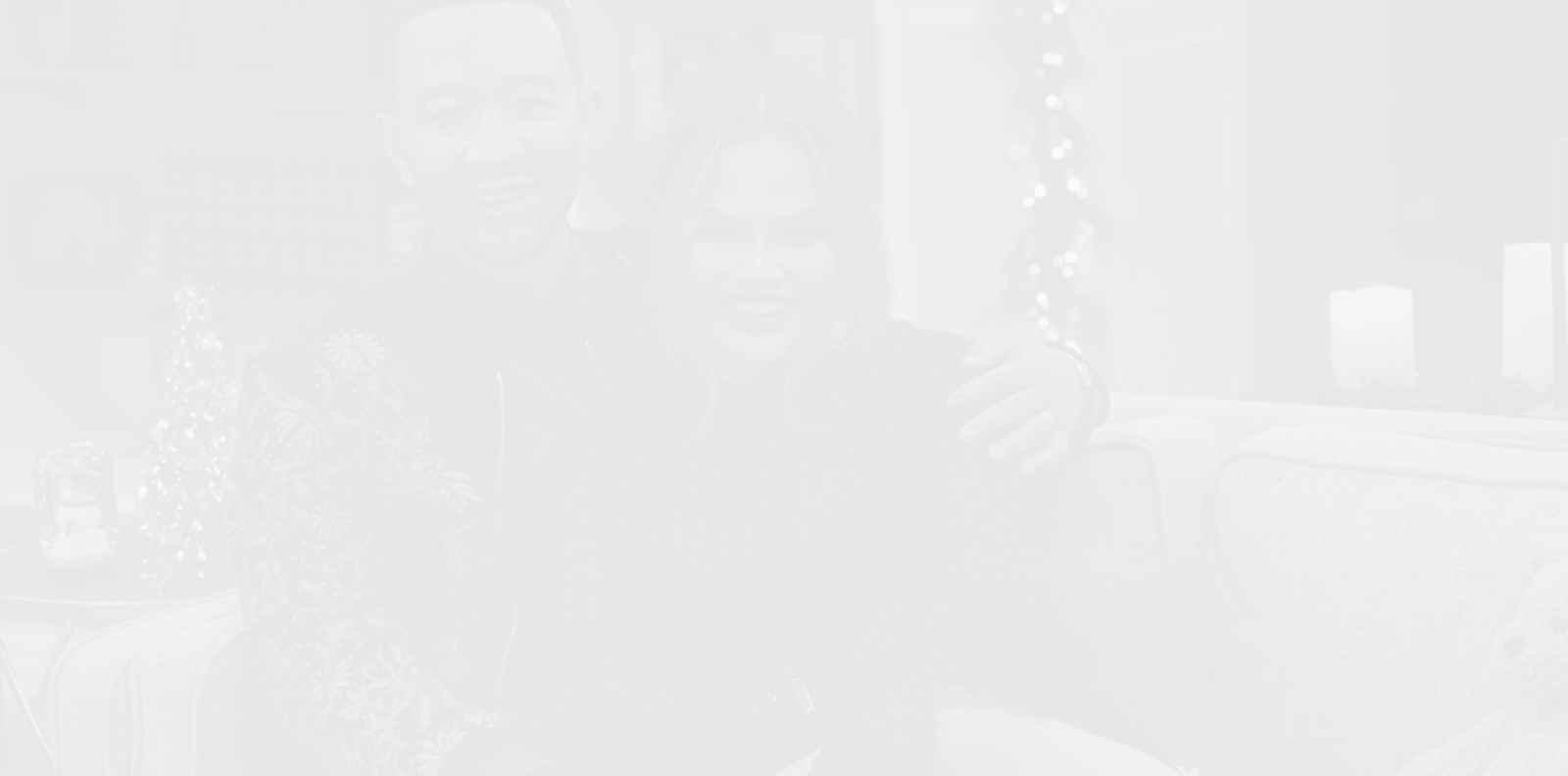 Джон Леджънд получава еднакви подаръци от Криси Тейгън всяка Коледа