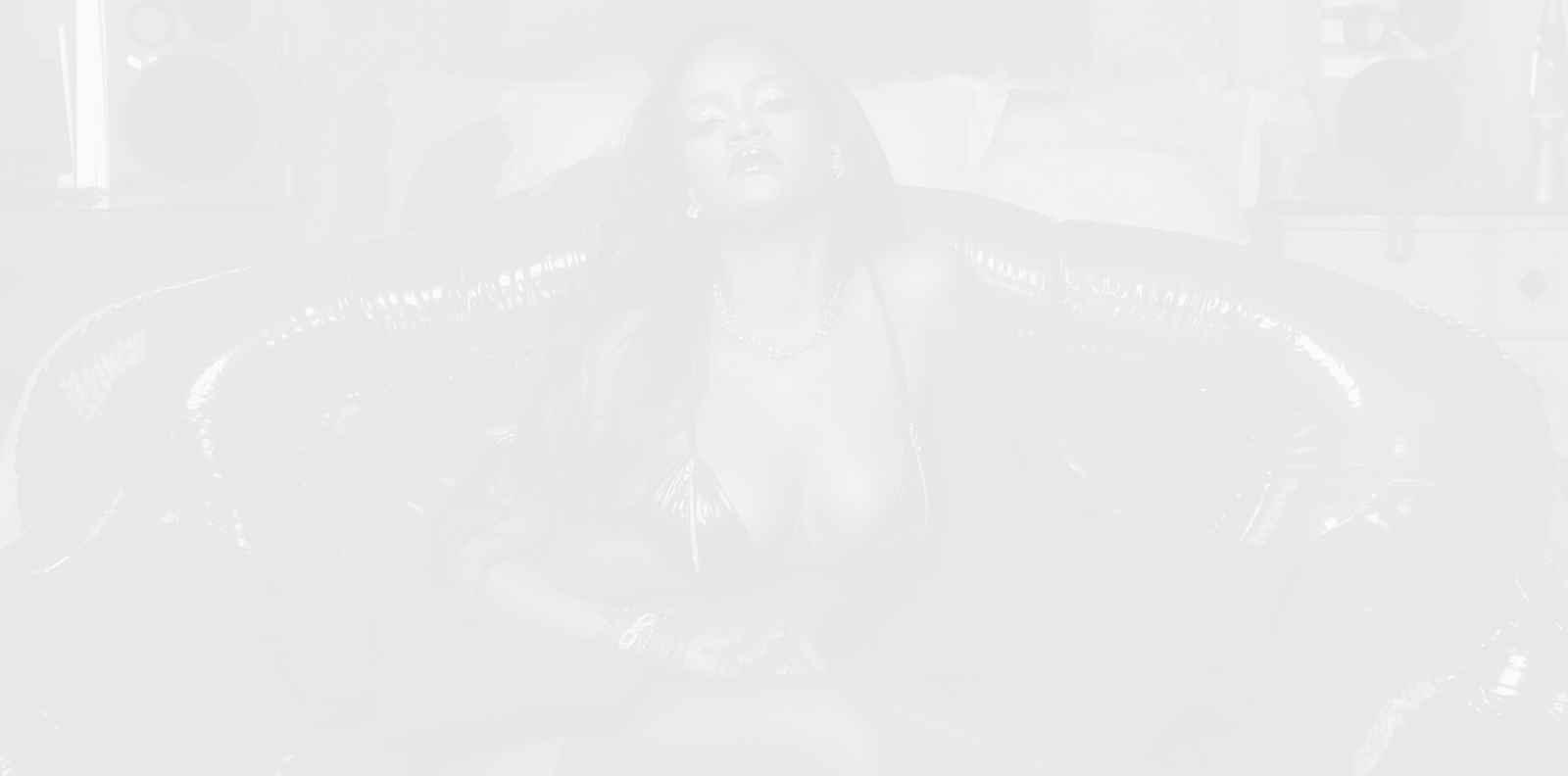 Риана пали огън със следващото шоу на Savage x Fenty