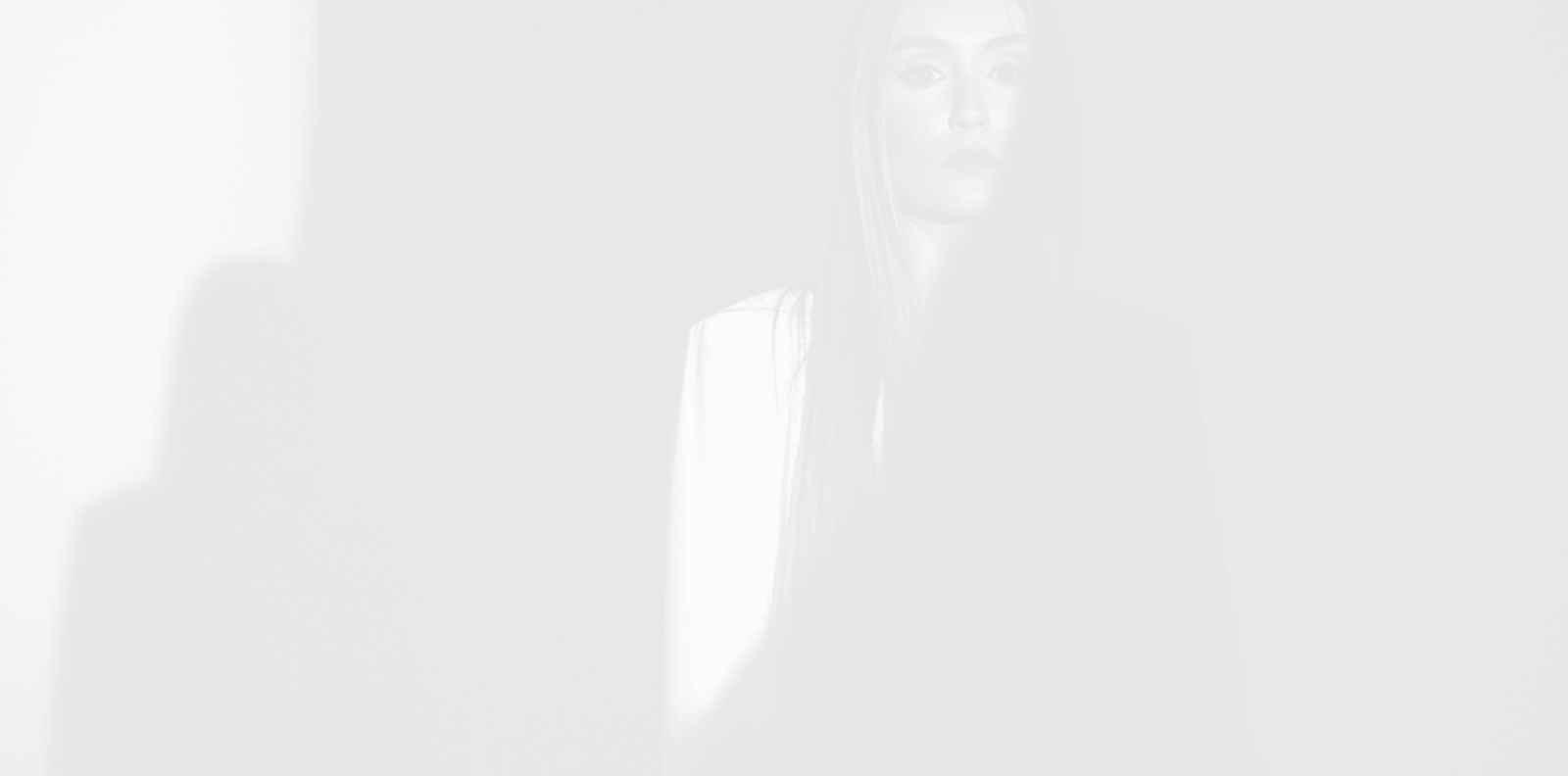 Дара Екимова представи новия си емоционален сингъл