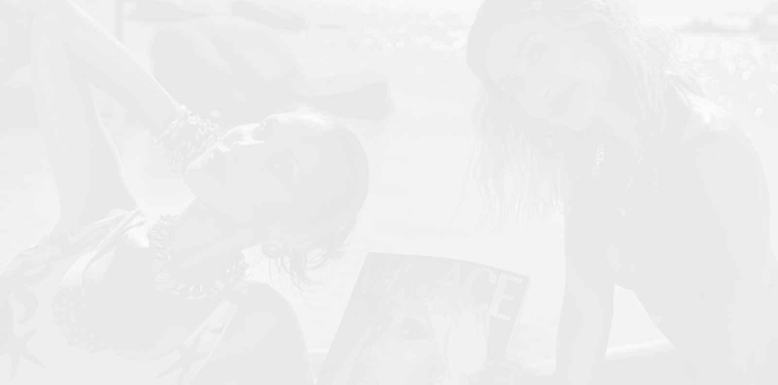 Хейли Бийбър и Бела Хадид са новите музи на Versace