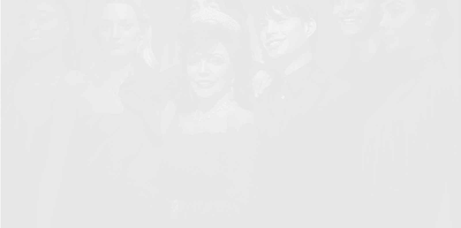 Алени дантели и искрящи диаманти: Джоан Колинс в коледната кампания на Valentino