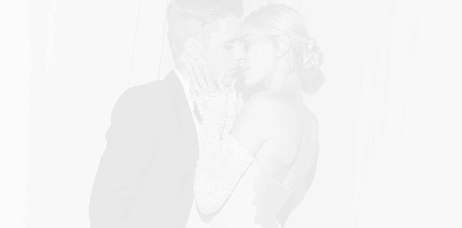 Хейли Бийбър показа сватбената си рокля