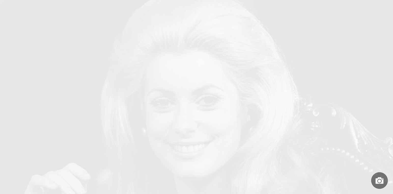 """Светът обича """"онази разкошна блондинка от корицата"""": Катрин Деньов на 76!"""