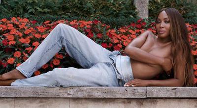 Calvin Klein отново съблече Наоми Кембъл