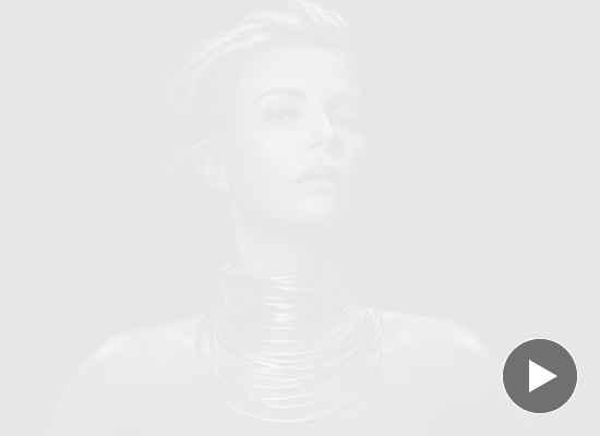 Шарлийз Терон представи новия аромат на Dior