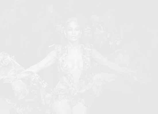 Дженифър Лопес отново сложи онази рокля на Versace [Видео]