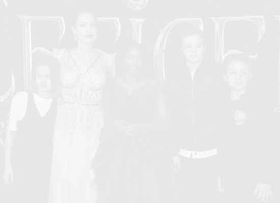 Анджелина Джоли пише книга за правата на децата