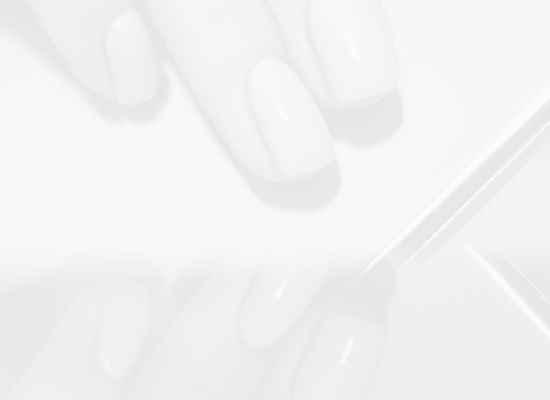 10 страхотни (и много лесни) идеи за морскосин маникюр