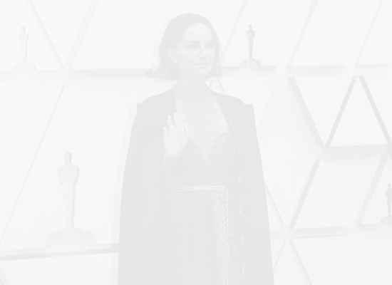 Роклята на Натали Портман от Оскарите предизвика скандал в социалните мрежи