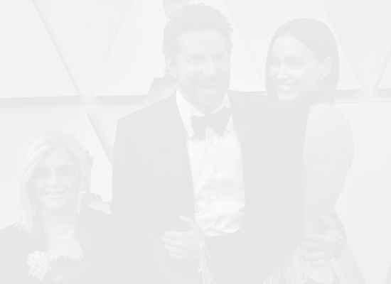 Социалната изолация на Брадли Купър: майка, дъщеря и две кучета