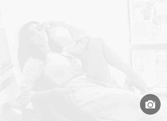 Никол Шерцингер със секси фотосесия от вкъщи
