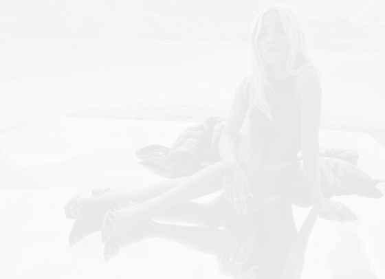 Летните (нестандартни!) модни решения на Рита Ора