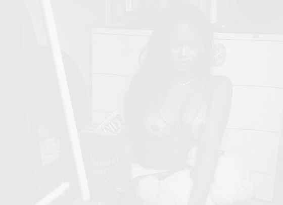 Риана се завръща с второ огнено ревю на Savage x Fenty