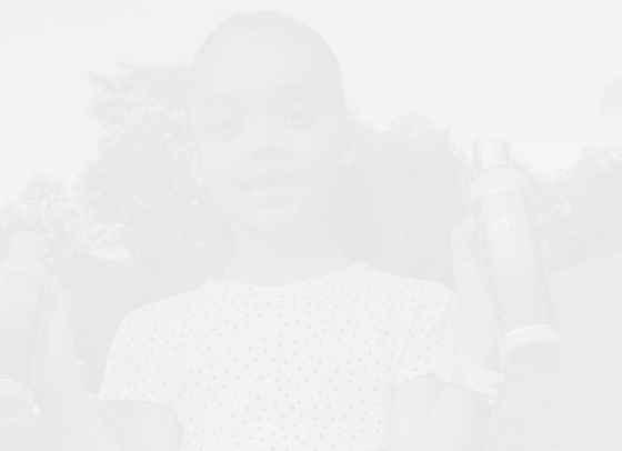 Двойничката на Риана подписа първия си рекламен договор