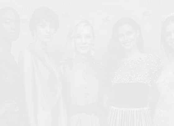 Червена коприна и черно кадифе: Кейт Бланшет и Тина Кунаки на Armani Beauty